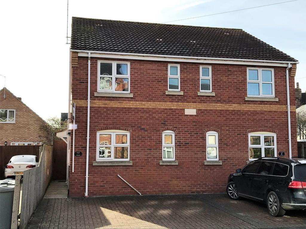 3 Bedrooms Semi Detached House for sale in Manning Road, Bourne, PE10
