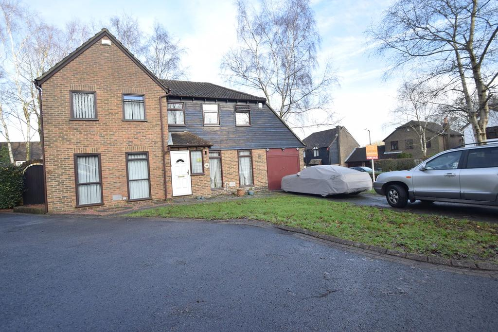 3 Bedrooms Semi Detached House for sale in Forestdale Road, Chatham, ME5