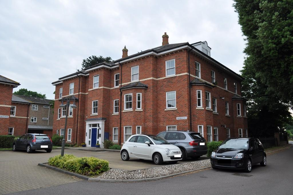 3 Bedrooms Penthouse Flat for sale in Woodland Drive, Lexden, West Colchester, CO3 9FE
