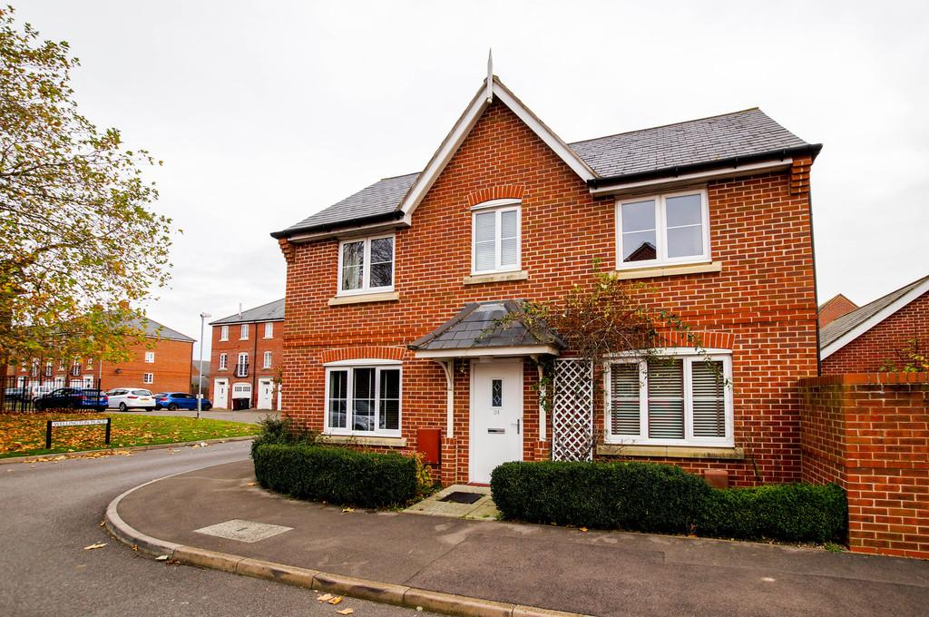 3 Bedrooms Detached House for rent in Windmill Drive, Tangmere