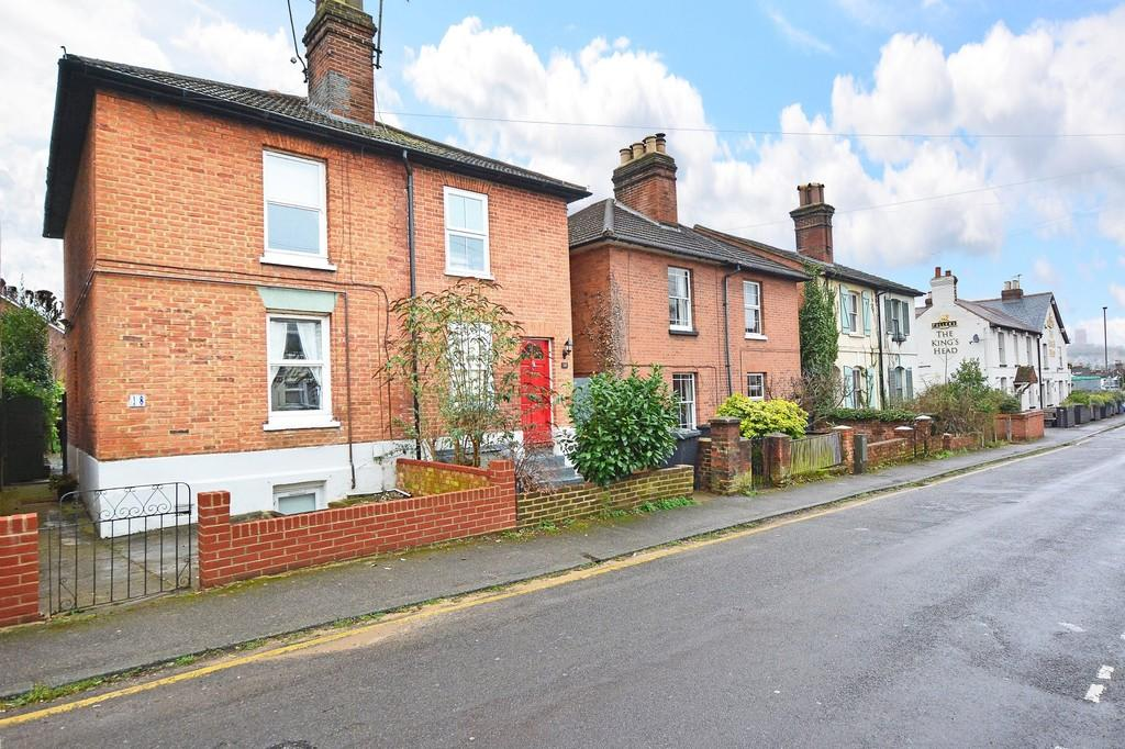 3 Bedrooms Semi Detached House for sale in Kings Road, Guildford