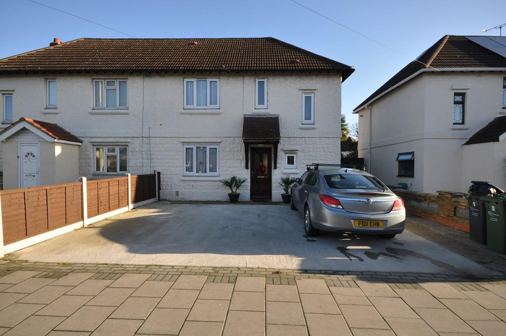 3 Bedrooms Semi Detached House for sale in Heathway, Dagenham
