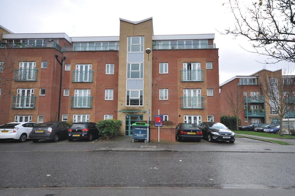 2 Bedrooms Apartment Flat for sale in St. Mark's Place, Dagenham