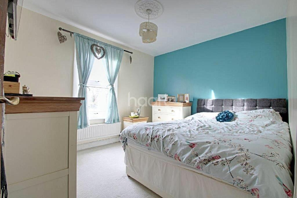 2 Bedrooms Terraced House for sale in Cornwall Road, Croydon, CR0
