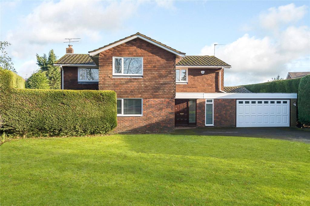 5 Bedrooms Detached House for sale in The Deerings, Harpenden, Hertfordshire