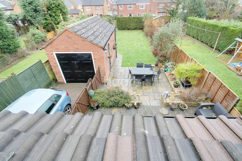 4 Bedrooms Semi Detached House for sale in Richmond Drive, Glen Parva, Leicester
