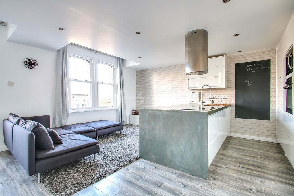2 Bedrooms Flat for sale in Charlton Church Lane, Charlton, SE7