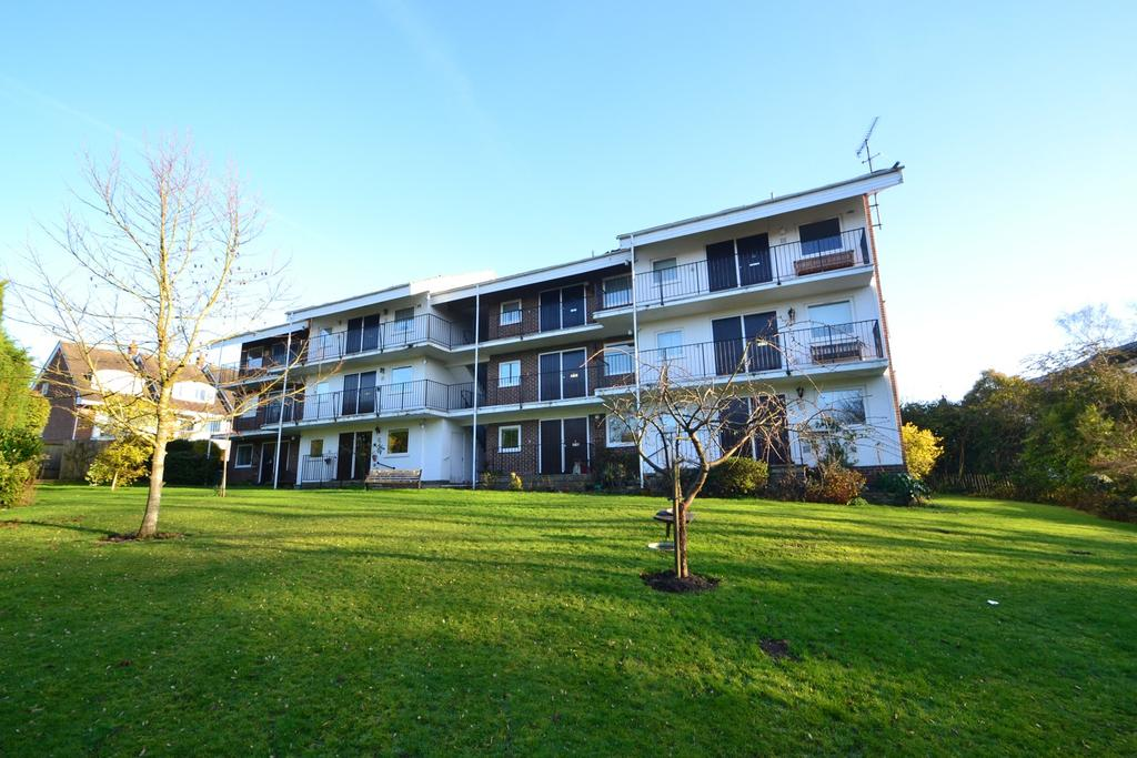 2 Bedrooms Flat for sale in Storrington, West Sussex RH20