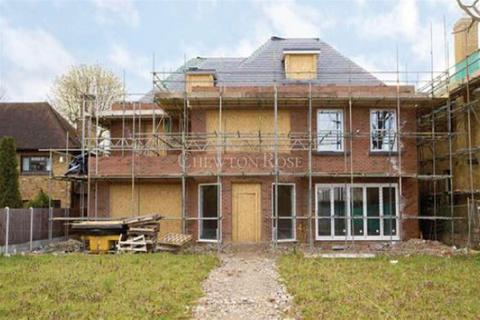 6 bedroom property with land for sale - Emerson Park