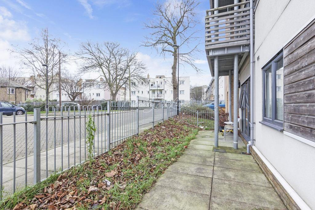 2 Bedrooms Flat for sale in Champion House, Charlton Road, SE7