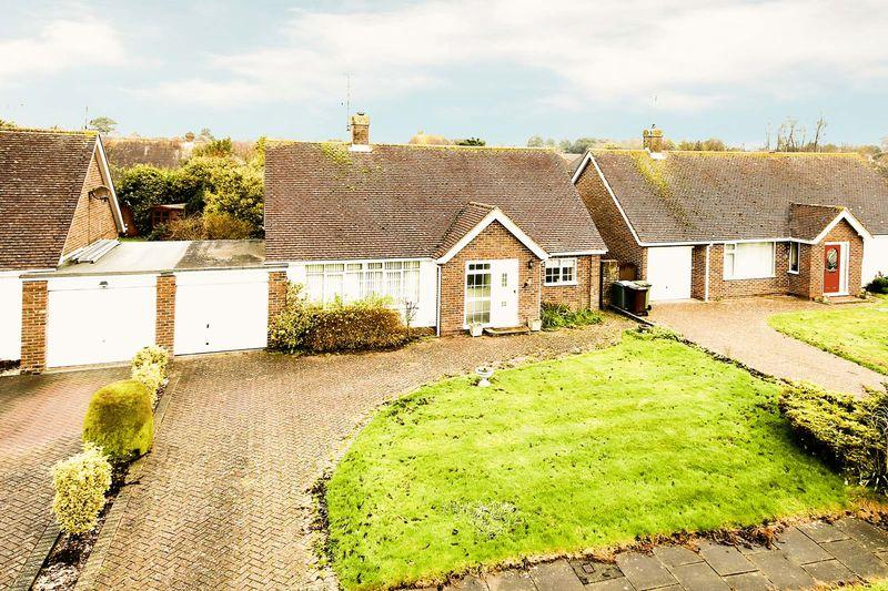 2 Bedrooms Detached Bungalow for sale in Rustington