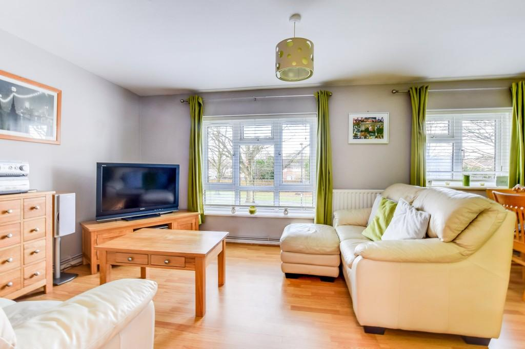 2 Bedrooms Maisonette Flat for sale in Tilgate Way, Tilgate
