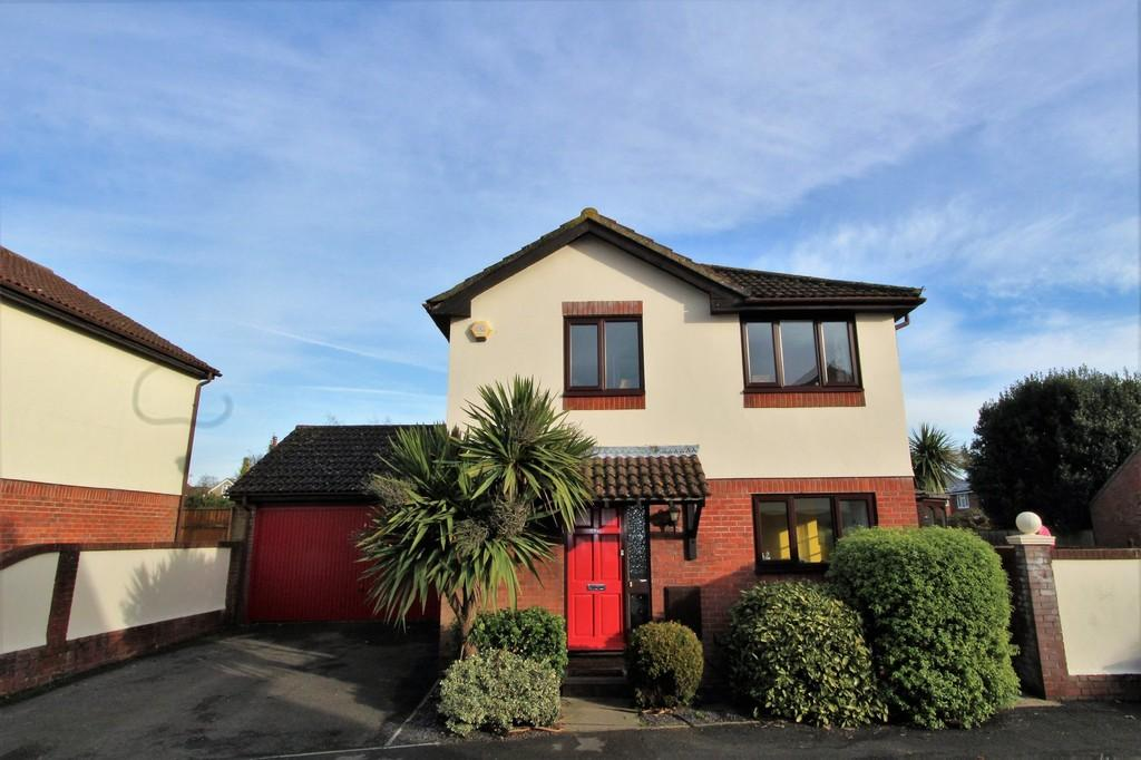 4 Bedrooms Detached House for sale in Princess Gardens, Waterlooville