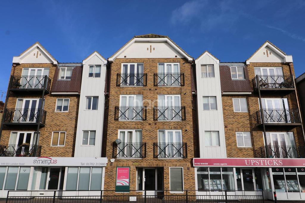2 Bedrooms Flat for sale in Socata House, London Road