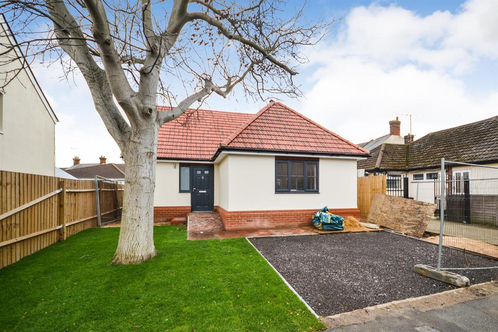 2 Bedrooms Chalet House for sale in Alexandra Road, Burnham-On-Crouch