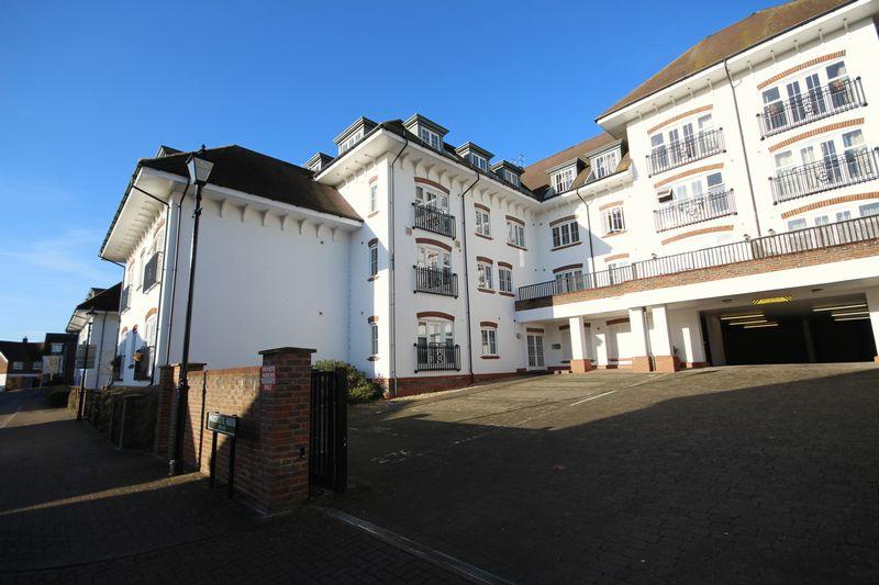 1 Bedroom Ground Flat for sale in Updown Hill, Haywards Heath