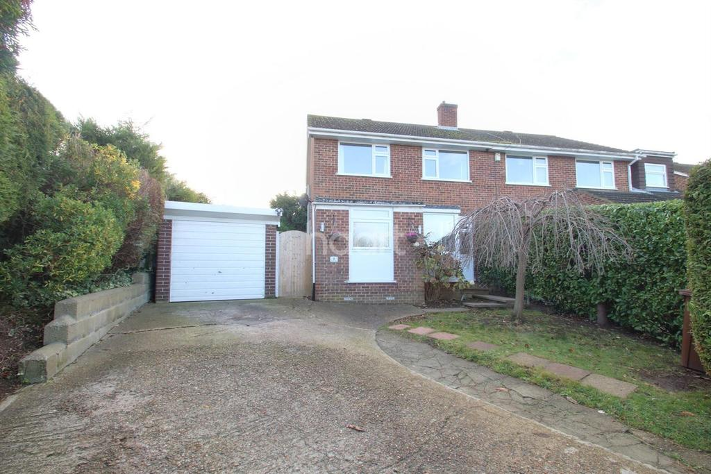 3 Bedrooms Semi Detached House for sale in Goodwin Road, Cliffe Woods, ME3