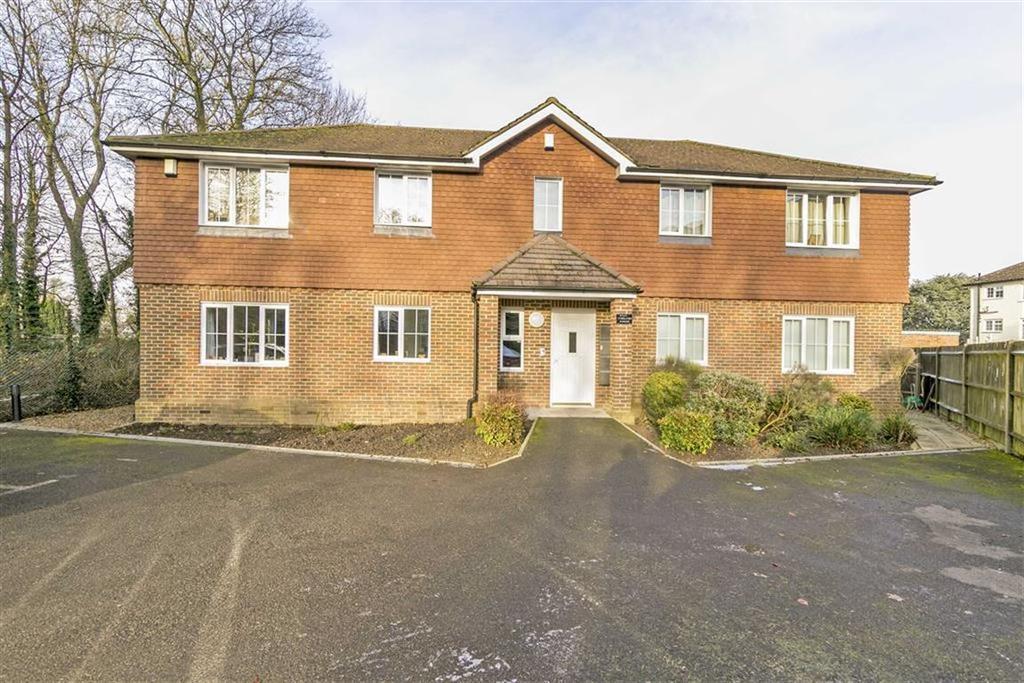 1 Bedroom Flat for sale in Five Furlong House, Epsom, Surrey