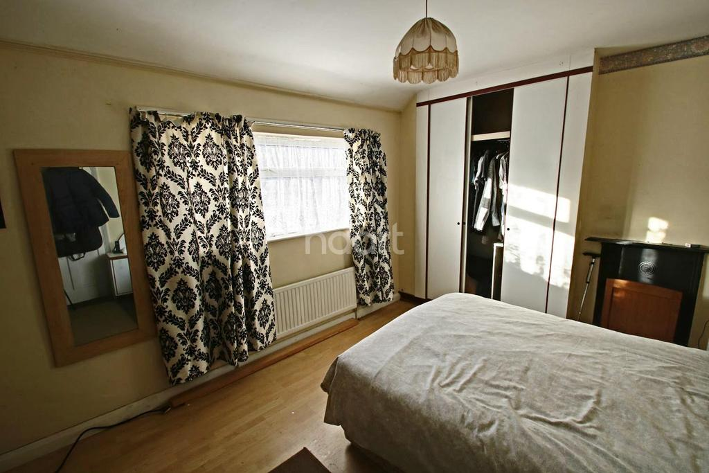 3 Bedrooms Semi Detached House for sale in Watford