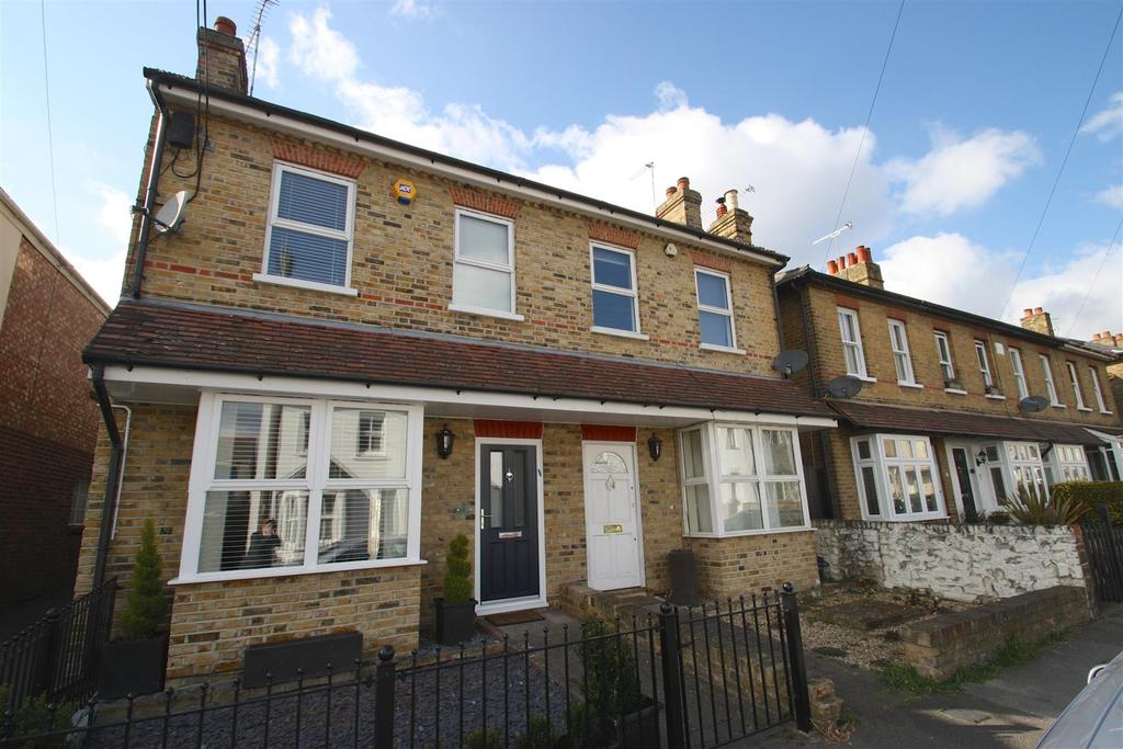 3 Bedrooms Semi Detached House for rent in West Street, Leigh-On-Sea