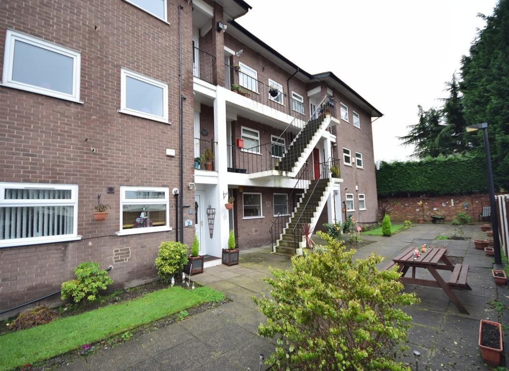 2 Bedrooms Apartment Flat for sale in Dixon Court, Cheadle