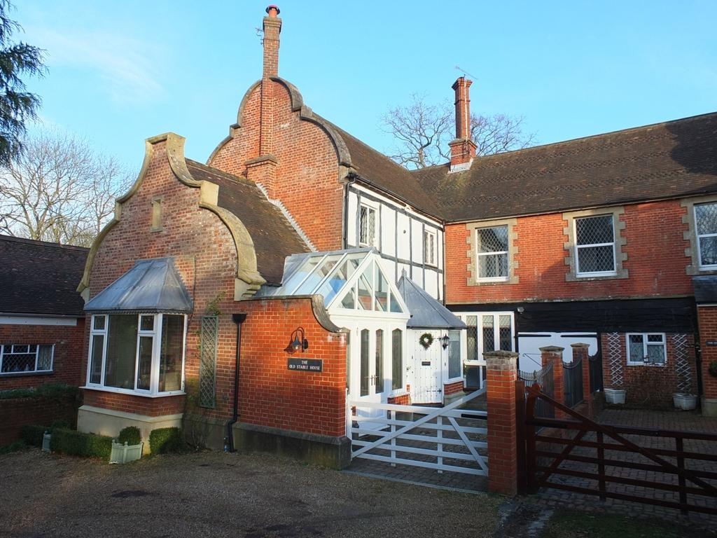 3 Bedrooms House for sale in Finches Lane, Lindfield, RH16