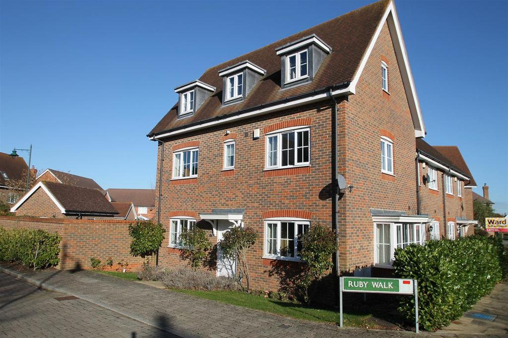 4 Bedrooms End Of Terrace House for sale in Ruby Walk, Kings Hill, West Malling