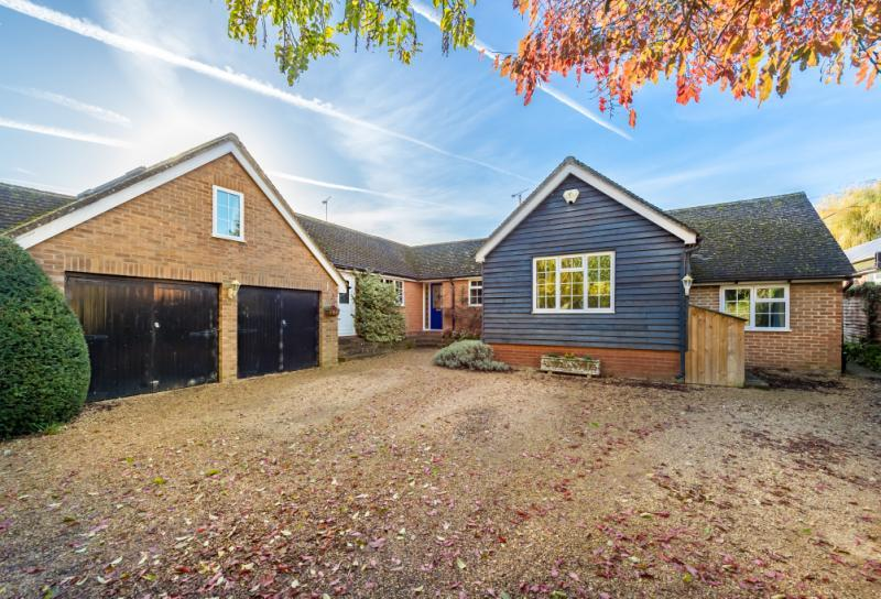 5 Bedrooms Detached Bungalow for sale in Willows, Watery Lane, Clifton Hampden, Abingdon, Oxfordshire