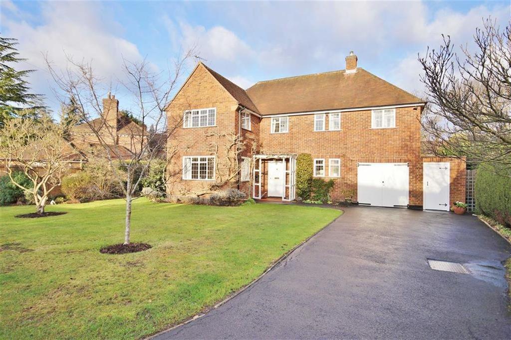4 Bedrooms Detached House for sale in Manor Way, Oxshott, Surrey, KT22