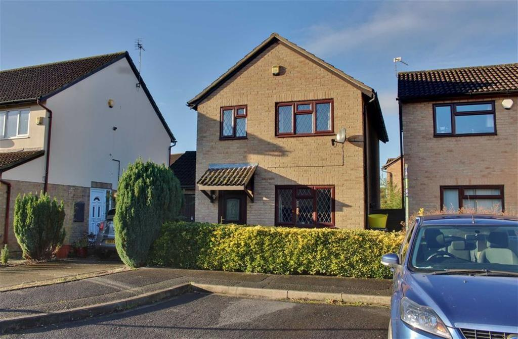 3 Bedrooms Detached House for sale in Ferndale Close, Gloucester
