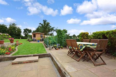 2 bedroom semi-detached bungalow for sale - Rectory Chase, Little Warley, Brentwood, Essex
