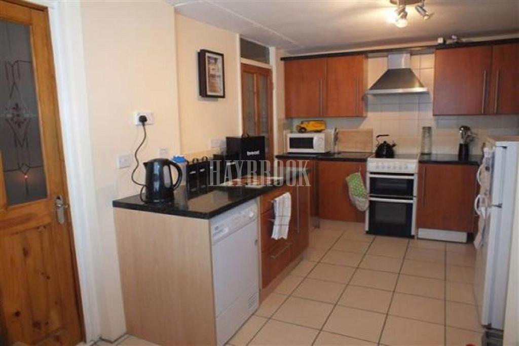 2 Bedrooms Flat for sale in Brightmore Drive, Robertshaw Block, Sheffield.