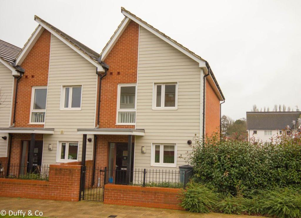 2 Bedrooms House for rent in Lexington Drive, Haywards Heath