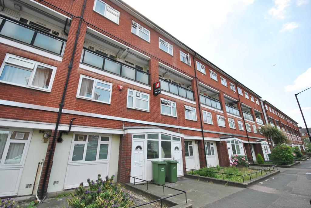 3 Bedrooms Flat for sale in Lorrimore Road London SE17