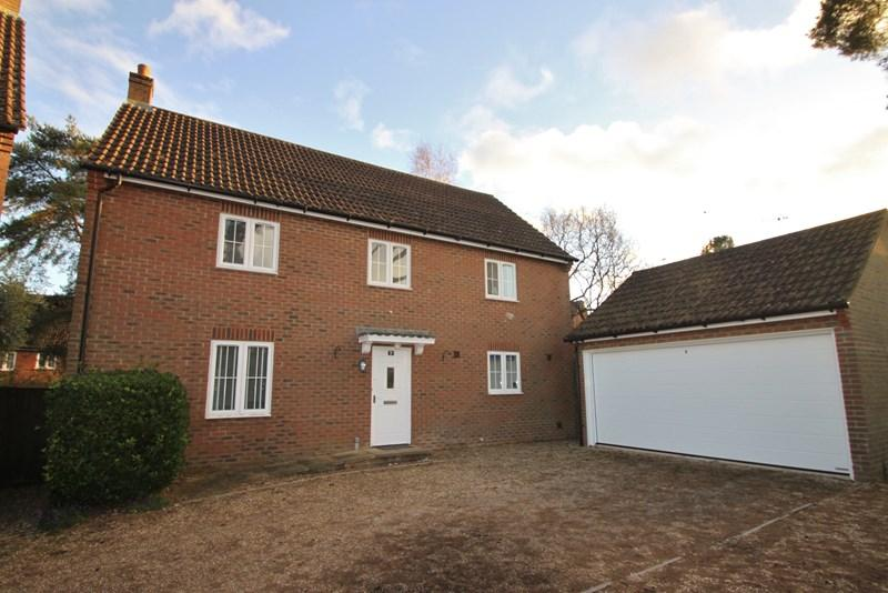 4 Bedrooms Detached House for sale in West Close, Verwood