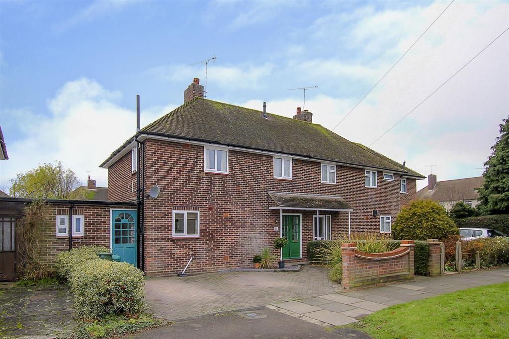 3 Bedrooms Semi Detached House for sale in Elizabeth Road, Pilgrims Hatch, Brentwood