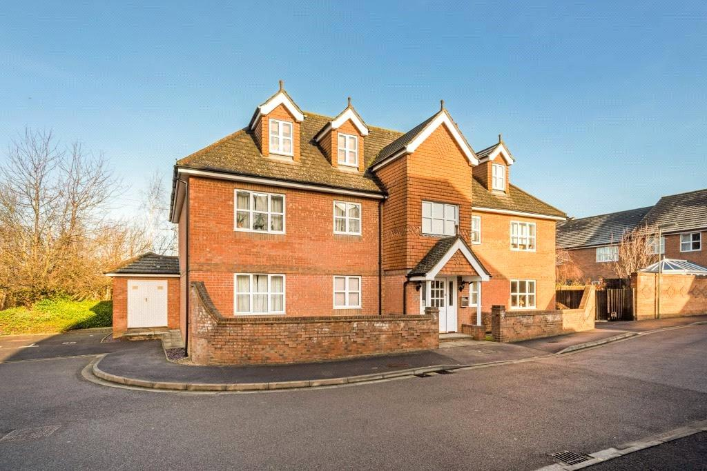 2 Bedrooms Flat for sale in Riverview Gardens, Cobham, Surrey, KT11