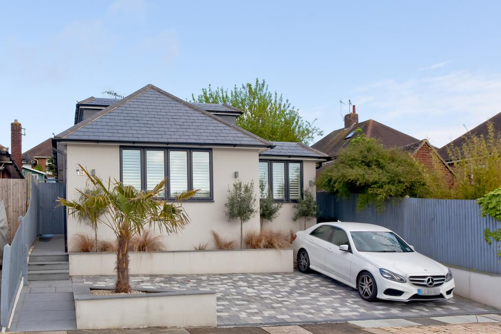 4 Bedrooms Detached House for sale in Windsor Close, Hove BN3