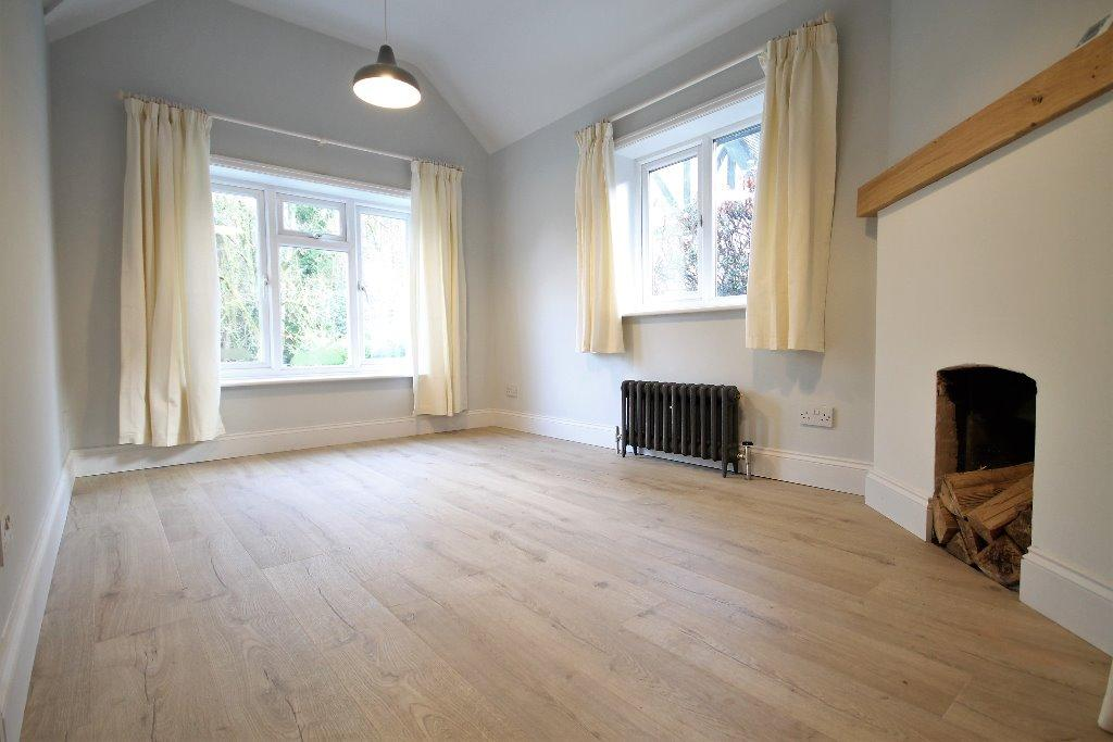 2 Bedrooms Detached Bungalow for sale in Marley Lane, Haslemere