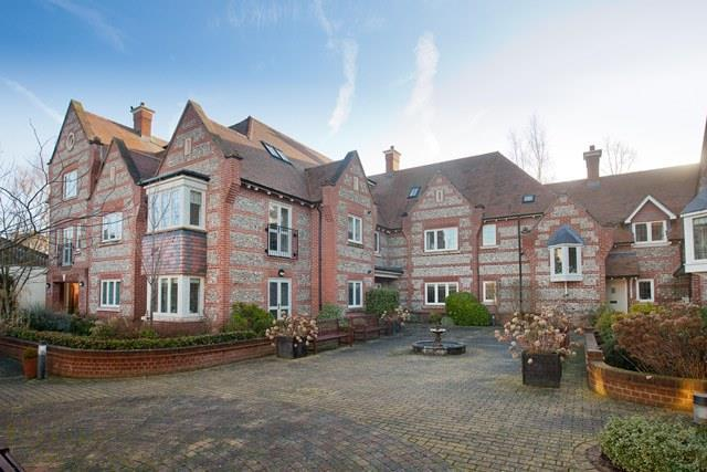 2 Bedrooms Flat for rent in Florence Court, Wilton, Salisbury