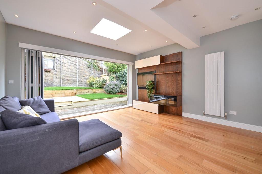 3 Bedrooms Flat for sale in Sarre Road, West Hampstead