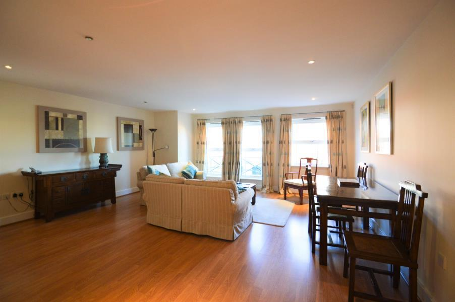 2 Bedrooms Apartment Flat for sale in Dene House, Windsor