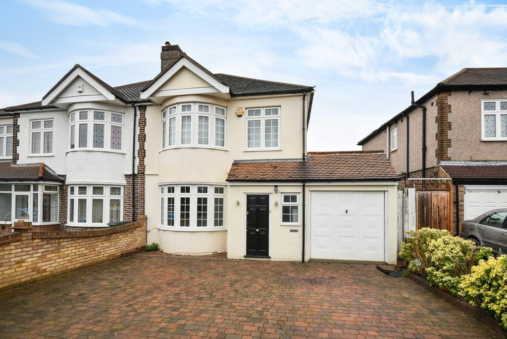 4 Bedrooms Semi Detached House for rent in Leysdown Road London SE9