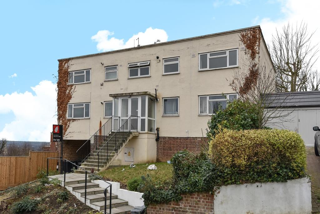 2 Bedrooms Flat for sale in Canonbie Road London SE23