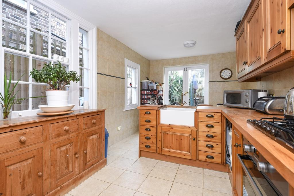 3 Bedrooms Terraced House for sale in Wellfield Road Streatham SW16