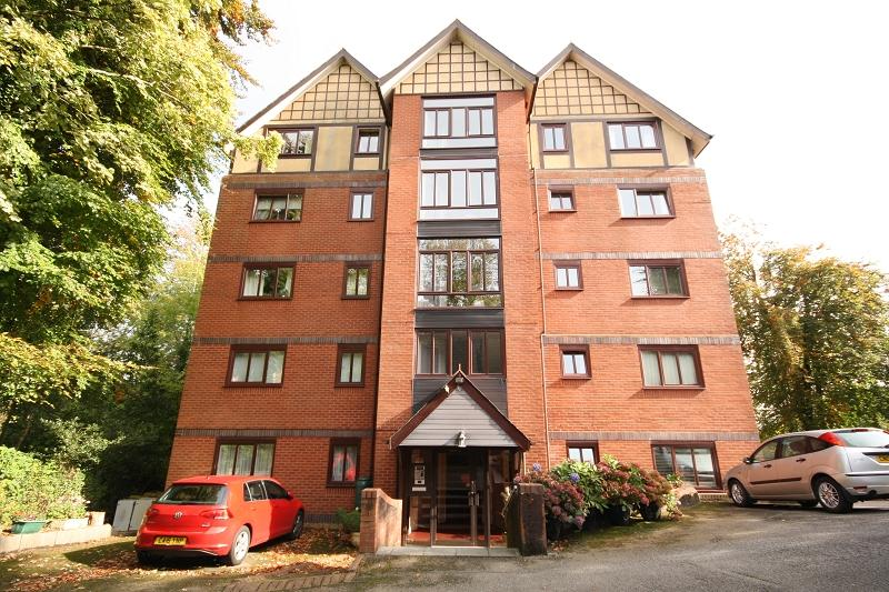 2 Bedrooms Flat for sale in 3 Stow Park Circle, Newport, Newport. NP20 4HE