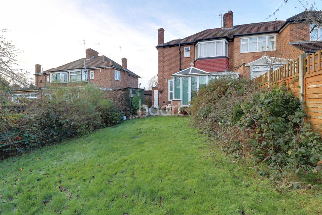 3 Bedrooms Semi Detached House for sale in Curthwaite Gardens, Enfield, EN2