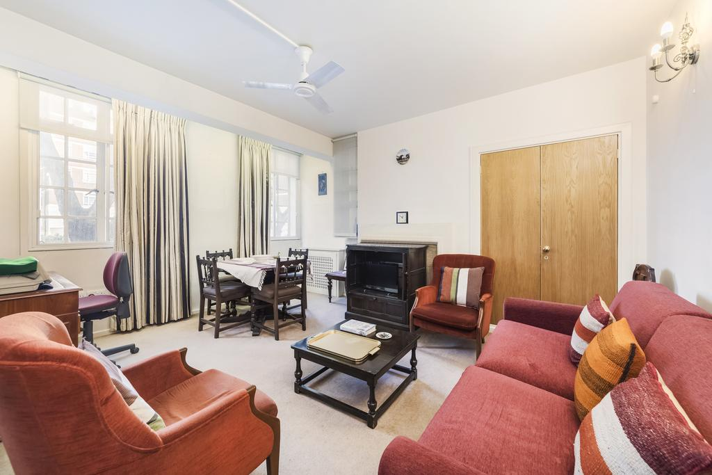 Studio Flat for sale in Whiteheads Grove, SW3