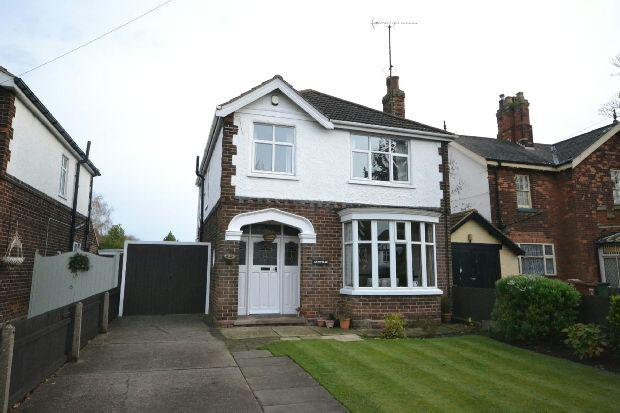 3 Bedrooms Detached House for sale in Scartho Road, Grimsby