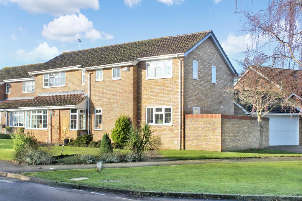 4 Bedrooms Detached House for sale in Hormare Crescent, Storrington